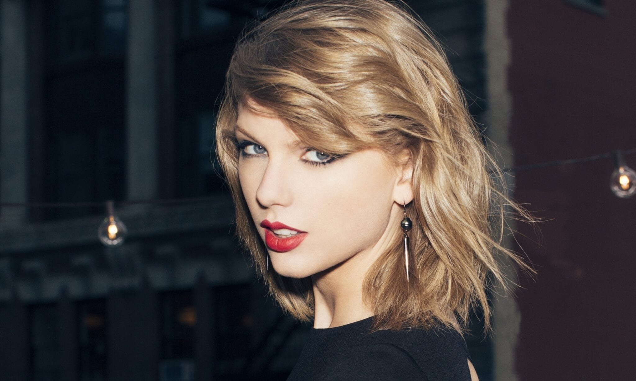 Taylor Swift: Is She Really That Amazing?