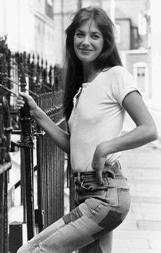 Classic Jane Birkin - plain top and high-waisted jeans