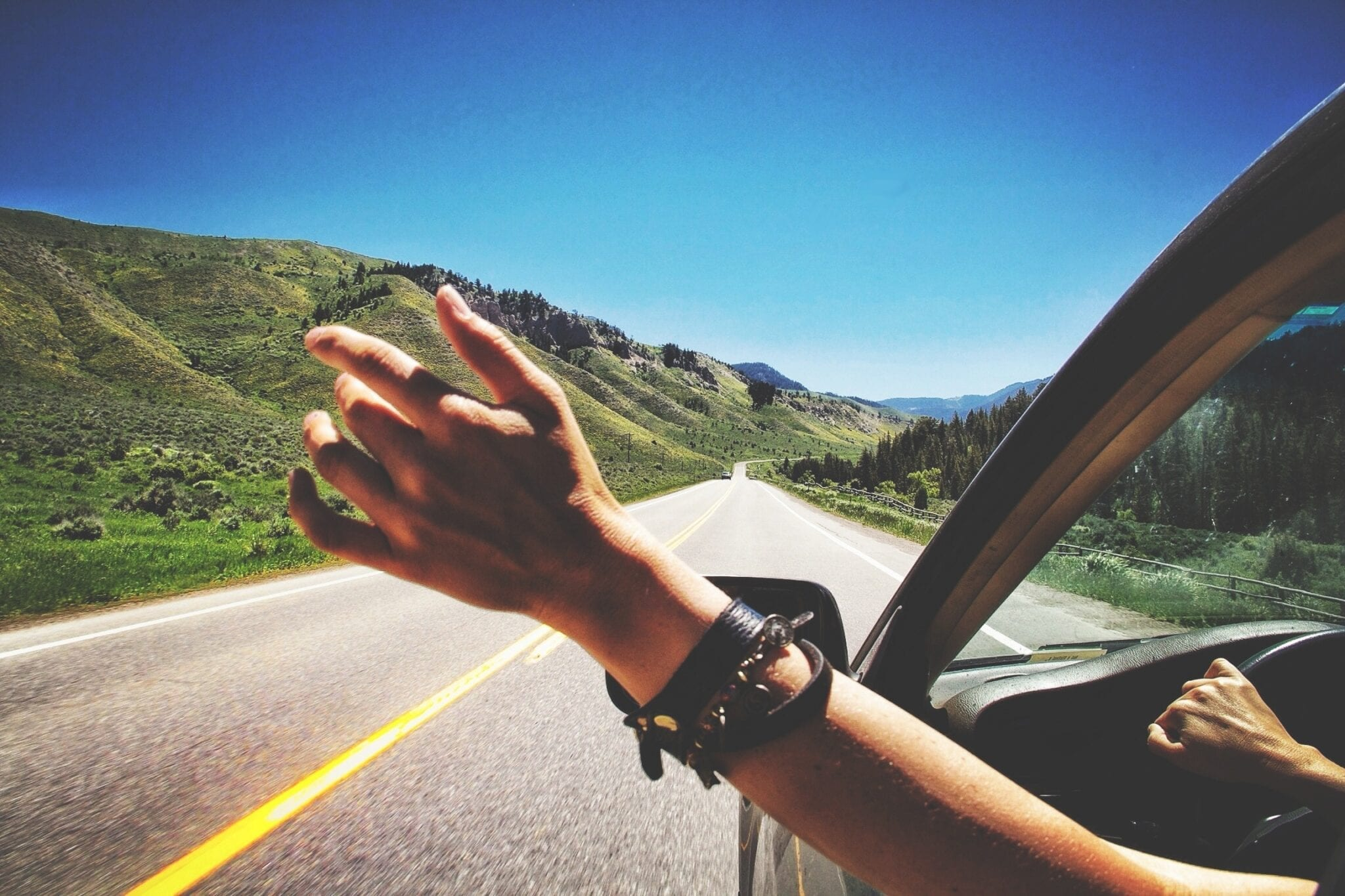 10 Must-Have Tracks for Your Summer Roadtrip
