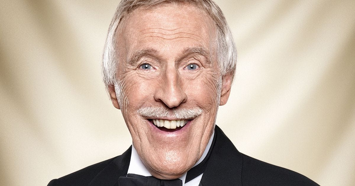 National Treasure Sir Bruce Forsyth Dies
