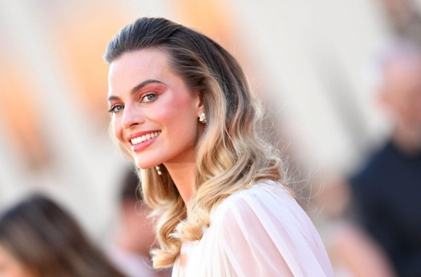 Margot Robbie To Star In and Produce New 'Pirates Of The Caribbean' Spin-Off