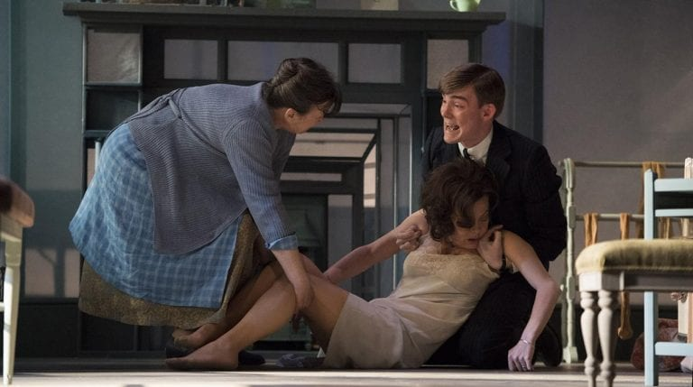 Theatre Review: The Deep Blue Sea // National Theatre