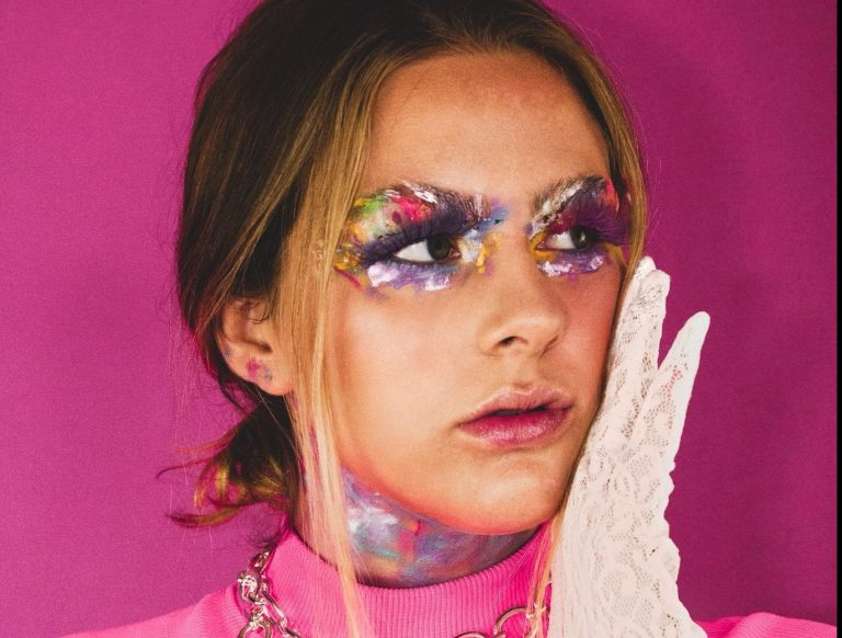 Track Review: Pink Things // Eleanor Kingston